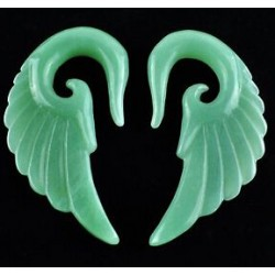 Carving Wing Green Aventurine Ear Hanger
